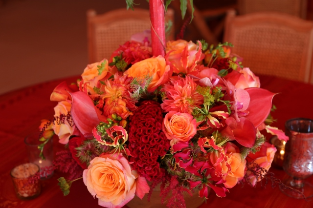 Incorporating the colorful world of Bombay heritage in the vibrant centerpieces